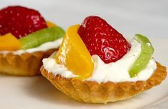 Tartaletas de frutas con queso crema