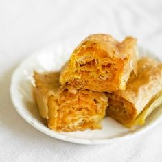 Bundevara (Serbian Pumpkin Pie) 15 Creative Desserts You Can Make With Phyllo Dough Croatian Recipes, Hungarian Recipes, Cannoli, Phyllo Dough Recipes, Graham, Salted Chocolate Chip Cookies, Macedonian Food, Snack Recipes, Cooking Recipes