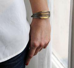 Image of Bracelet multi-liens gris verts/dorés.