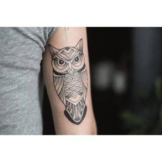 Neotraditional style owl on the tricep.