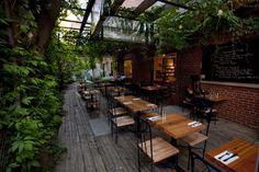 Cinq cafés-librairies qui sortent de l'ordinaire à Montréal, à découvrir au plus vite! (PHOTOS)