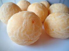 Aprenda a preparar pão de queijo sem lactose com esta excelente e fácil receita. O pão de queijo sem lactose é um pão de queijo... sem queijo. Não incluir queijo na...