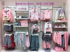 Boutique Interior, Showroom Interior Design, Clothing Store Displays, Clothing Store Design, Kids Store Display, Rak Display, Denim Display, Store Interiors, Kids Boutique