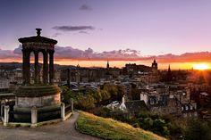 Sur les hauteurs de Calton Hill s'élève l'un des édifices inspirés par la Grèce antique qui ont valu à Édimbourg le surnom d'« Athènes du Nord ». © Ross Amstrong/Logo Images/Photononstop