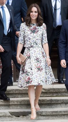 Next Post Previous Post Kate Middleton's Floral Summer Set Is So Much Better Than a Dress Catherine, Herzogin von Cambridge,. Kate Middleton Outfits, Looks Kate Middleton, Estilo Kate Middleton, Kate Middleton Fashion, Kate Middleton Wimbledon, Duchess Kate, Duchess Of Cambridge, Modest Fashion, Fashion Dresses