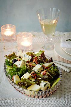 Sinihomejuusto-hedelmäsalaatti   K-ruoka #itsenäisyyspäivä #juhlapöytään