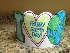 Looking for an Earth Day themed craft? Check out this I Love Earth Headband! Visit Krazee 4 Kindergarten to grab this and other free Earth Day Printables. Be sure to check out the rest of our Earth Day printables too! Earth Day Projects, Earth Day Crafts, Art Projects, April Preschool, Kindergarten Activities, Preschool Schedule, Preschool Projects, Earth Day Activities, Spring Activities