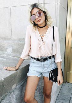 Street style look com rosa.