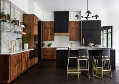 Not Your Average Lakehouse - Contemporary - Kitchen - Seattle - by Allison Lind Interiors New Kitchen, Kitchen Decor, Kitchen Design, Kitchen Color Palettes, Cuisines Design, Beautiful Kitchens, Interior Design Inspiration, Home Kitchens, Dark Kitchens