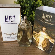 Melanie's Nook: Review : Thierry Mugler Alien EAU Extraordinaire Thierry Mugler Alien, Perfume, Beauty Review, African Beauty, Nook, Lifestyle Blog, Corner, Place Card Holders, Community
