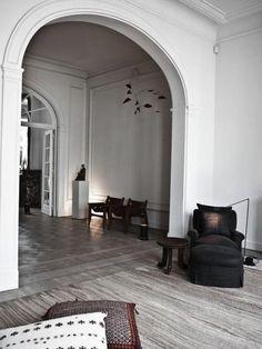 Antwerp house | Vincent van Duysen. Moulding, archways, rug