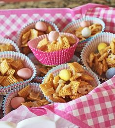 Spring hosting idea : serve Sweet Coconut Chex Mix in muffin liners for a cute snack!