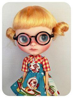 She's thinking...   #blythe #blythedoll #custom #customblythe #blythecustom #toletole #ooak