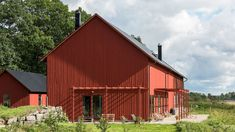 Lindeborgs Eco Retreat is beautifully surrounded by a lake forest and fields. Lindeborgs Eco Retreat Vrena Sweden R:Sodermanland hotel Hotels Pergola Patio, Backyard, Most Comfortable Bed, Red Houses, Modern Barn, Luxury Accommodation, Green Building, Facade, Outdoor Structures