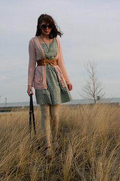 i love her outfit! i have stuff in my closet that looks just like this :)