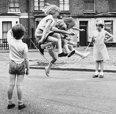 Girls Jump Rope in Zennor Road ~ Lambeth, London- The Magic of Childhood Memories - Photography Old Pictures, Old Photos, The Good Old Days, Vintage Photographs, Black And White Photography, Kids Playing, Childhood Memories, Street Photography, Portraits