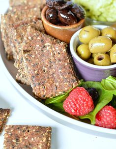 flaxseed meal recipes Flaxseed crackers KETO, g net carb per crackers, Paleo healthy Rosemary Garlic Sesame Crackers made of 4 simple ingredients. Gluten Free Snacks, Keto Snacks, Low Carb Crackers, Homemade Crackers, Low Carb Bread, Keto Bread, Diet Plan Menu, Vegan Keto, Low Carb Recipes