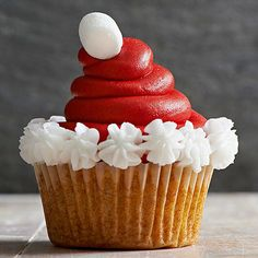 A Santa Hat Cupcake decorating tutorial! An adorable Christmas treat that will keep you off of Santa's naughty list. Find out how to make these adorable Santa Hat Cupcakes, plus get 20 more cute Christmas treat ideas - cupcakes, cookies, cake pops, candy Holiday Cupcakes, Holiday Desserts, Holiday Baking, Holiday Treats, Holiday Recipes, Santa Cupcakes, Christmas Recipes, Christmas Cupcakes Decoration, Christmas Tree Cupcakes