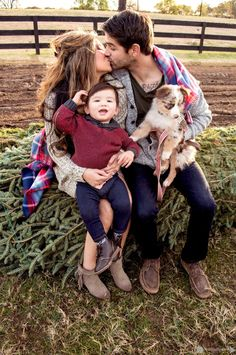 Family Photography • Family Pictures • Christmas Family Photos • Winter • Warm Colors • Alexis Hines Photography