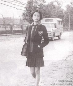 Old photo of Brigitte Lin 林青霞, a famous Hong Kong actor , who's wearing school uniform. 70s Fashion, Fashion History, Winter Fashion, Old Photos, Vintage Photos, Asian Woman, Asian Girl, Brigitte Lin, Korean Photo