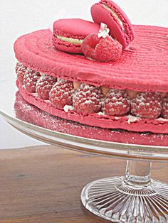 Vintage Movement: Macaron Cake - Luxbite Endless Love & Lolly Bag Cake - YUM!