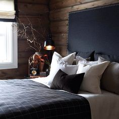 Many modern guys opt for designing a man cave with cool and stylish masculine interiors. Here some masculine headboard ideas to help design such bedroom. Chalet Design, House Design, Chalet Interior, Interior Exterior, Interior Design, Cabin Homes, Log Homes, Home Living, Beautiful Bedrooms