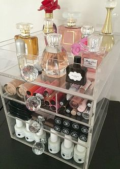 The Beauty Cube is a handmade lucite acrylic makeup organizer. It has every feature you need to keep your makeup organized, tidy and clutter free. The clear acrylic makeup organizer was designed to offer you the ultimate convenience.