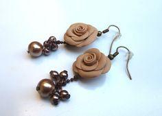 #hazelnut rose #earrings decorated with with bronze beads in polymer clay handmade - Orecchini a rosa color nocciola decorati con perline di bronzo in fimo fatto a mano