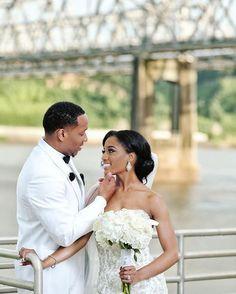 Love birds #munacoterie | #Repost @sterlingbrides Love on the Mississippi River #sterlingbrides #mississippibrides #weddingphotography #mississippiriver booking photosbysterling@gmail.com #munaluchi #munaluchibride #weddingthings #inlove
