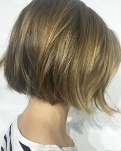 Easy breezy chin-length bobs with gentle texture means you can wash-and-go, with sunkissed golden highlights to enhance the natural base. Easiest, low-fuss (but still polished) hair for peeps on the go. Love this length! More