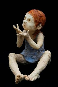 A good sense of shape, simple colours (maybe iron in the hair, cobolt in the dress?), - you can't get it wrong. A very cute one By Jurga Sculpteur Paper Mache Sculpture, Sculptures Céramiques, Art Sculpture, Ceramic Figures, Ceramic Clay, Figurative Art, Art Dolls, Sculpting, Street Art