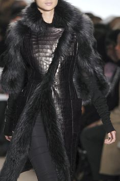 Dennis Basso at New York Fashion Week Fall 2010 - Details Runway Photos Fur Fashion, Couture Fashion, High Fashion, Winter Fashion, Fashion Outfits, Womens Fashion, Fashion Weeks, Fashion Clothes, Coats For Women