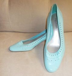 Easy-Street-Lady-039-s-Pump-12W-Light-blue-2-5-heel-New-never-worn