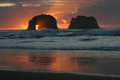 Rockaway Beach in Oregon Great Places, Places To See, Beautiful Places, Oregon Travel, Travel Usa, Rockaway Beach Oregon, Southern Oregon Coast, Las Vegas, Ocean Beach