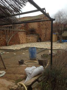 Plancha de hormigón para realizar la solera sobre la que colocar la piedra natural en este patio. Todo el proyecto en: http://www.edanpergolas.com/nuestros-trabajos/revestimiento-de-suelo-de-un-patio-con-piedra-natural-9.html