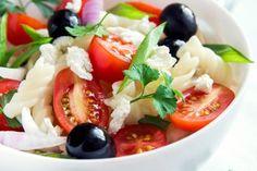 Grillmarinade für Fleisch - Rezept | GuteKueche.de Caprese Salad, Zucchini, Food, Barbecue Recipes Meat, Pork Belly, Salads, Olive Recipes, Chef Recipes, Essen