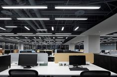 31 Amazing Open Ceiling Office Design Ideas - commercial office interior o Office Ceiling Design, Ceiling Light Design, Lighting Design, Industrial Office Design, Modern Office Design, Open Ceiling, Ceiling Lights, Office Pictures, Open Office