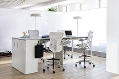Layout Studio. Su diseño abierto garantiza excelentes líneas de visión, lo que aumenta el contacto visual y facilitar la comunicación. La superficie de trabajo con altura ajustable ofrece variedad en la postura para trabajar sentado o de pie. #MoberParaTi