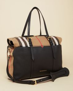 Burberry Mason Diaper Tote In Black/gold Best Diaper Bag, Baby Diaper Bags, Luxury Diaper Bag, Diaper Babies, Cool Diaper Bags, Diaper Bag Backpack, Gucci, Designer Totes, Shoes