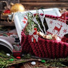 """Доброе утро))) Пасмурное, декабрьское, но всё равно доброе))) хочется отойти от плиты и окунуться в душевный, тёплый Мир рукоделия... #чудодекабря от @liaselina @filatovairina @bambolica_dolls """"разложи и сними"""""""