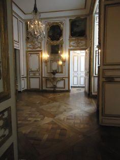 Inventaires de la pièce du café de Louis XVI 1776 à 1791 Louis Xvi, Palace Interior, Luxury Interior, Palace Of Versailles, French History, Rococo Style, Antique Decor, French Decor, Beautiful Architecture