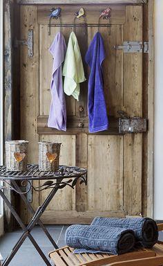 Auszeit vom Alltag im Saunahaus // Get away from everyday life in the sauna house Sauna House, Finnish Sauna, Relaxation Room, Wardrobe Rack, Wellness, Life, Furniture, Home Decor, Relaxing Room