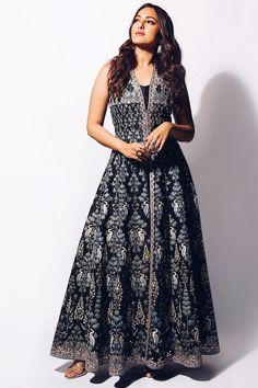 Taffeta Silk With Heavy Embroidery Work Black Gown Sonakshi Sinha, Indian Wedding Outfits, Indian Outfits, Jessica Parker, Bridesmaid Outfit, Bridesmaids, Luxury Wedding Dress, Mode Vintage, Indian Designer Wear