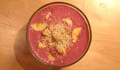 Beerenjoghurt mit 1/2 Banane + 1 EL gepuffter Amaranth