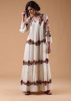 Beautiful Chiffon-Silk kurti with superb embroidery embellishments. Ethnic Fashion, Indian Fashion, Stylish Dresses, Nice Dresses, Boho Outfits, Dress Outfits, Indian Gowns Dresses, Kurta Designs Women, Lakme Fashion Week