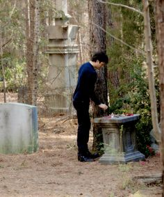 Poor Stefan got such a lame funeral; Damon left his ring since Stefan made him human; moment with Caroline in the tomb beautiful Vampire Diaries Cast, Vampire Diaries The Originals, Mystic Falls, Damon Salvatore, Ian Somerhalder, Delena, Best Shows Ever, Funeral, Bts