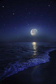 Night Sky Wallpaper, Beach Wallpaper, Scenery Wallpaper, Galaxy Wallpaper, Ocean At Night, Beach At Night, Night Aesthetic, Blue Aesthetic, Moon Pictures
