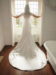 10 questions you should always ask at a bridal boutique © mackieandmackie.com