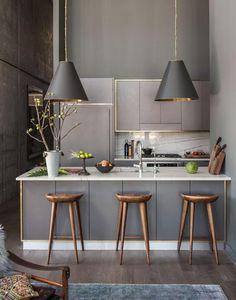 Home Design Cuisine Grise, travail sur les contours couleur or.