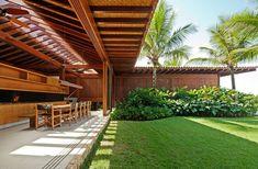 MC House | Guarujá, SP. Credits Office: Jacobsen Arquitetura. Concept: Paulo Jacobsen. TOTAL AREA: 1700 m² BUILT AREA: 1217 m²